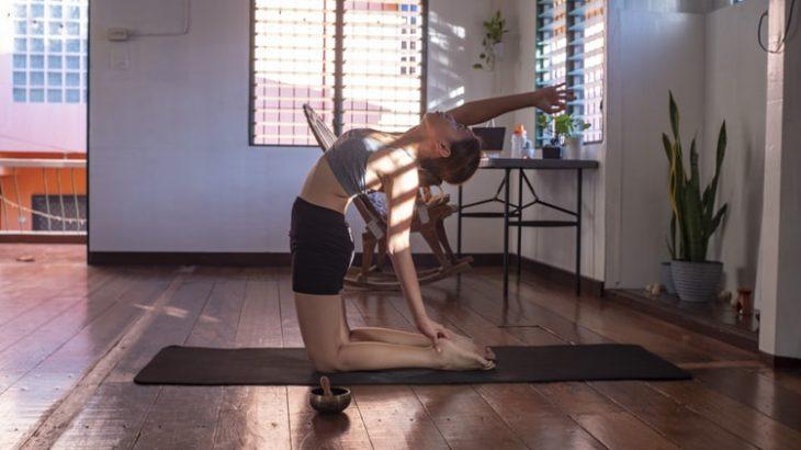 自宅でできる運動を紹介!家でOKダイエット動画やトレーニングメニュー、おすすめオンラインパーソナルトレーニングも!