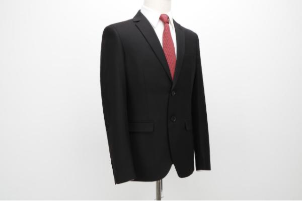 就活スーツはなにがおすすめ!?色やネクタイ、デザインなどの悩みを解決!