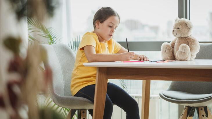 小学生の女の子にちょっとしたプレゼントを贈るならなにがいい?学年ごとにおすすめプレゼントを紹介!
