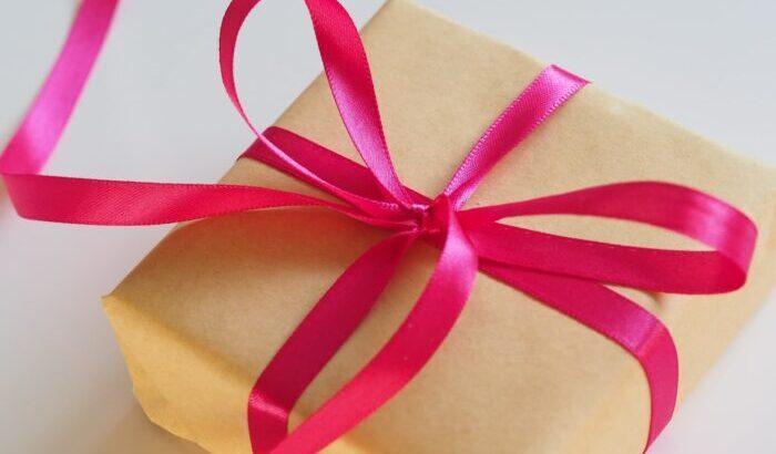 【定評あり!】面白いプレゼントをターゲット別に12選紹介