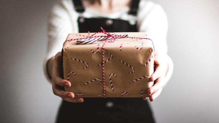 【60代女性に響く!】お世話になった人へのプレゼント10選。予算と目的別に合わせて紹介