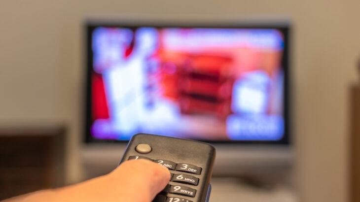 10畳リビングに最適なテレビの大きさは?50インチは後悔する?畳数に適したサイズ解説